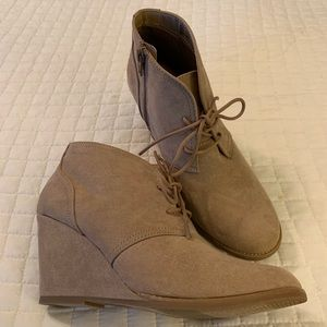 Universal Thread Lace up Wedge Booties-Size 9 NWOT